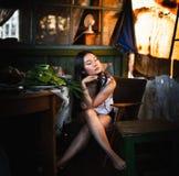Gubjący w myśli dziewczyny przy dom na wsi Zdjęcia Stock