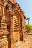Gubyaukgyi tempel Bagan Arkivbild
