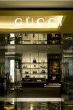 Gucci acquista nel viale degli emirati Fotografie Stock Libere da Diritti