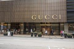 Gucci hace compras fotos de archivo libres de regalías