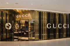 GUCCI lager på den lyxiga shoppinggallerian för central ambassad i centrum Royaltyfri Foto