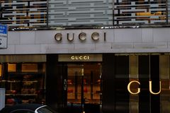 Gucci shoppar logo i Frankfurt arkivfoton