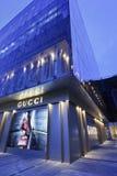 Gucci speichern in der Dämmerung, Shanghai, China Lizenzfreie Stockfotografie