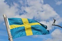 Gud fadern på himmelbågen och den svenska flaggan Royaltyfri Foto
