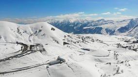 Gudauri, montañas en Georgia, visión aérea 4k de panorama metrajes