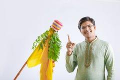 Gudi padwa marathi nowy rok, młody indyjski odświętności gudi padwa festiwal fotografia stock