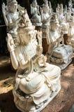 Gudinna av statyn för förskoningGuan yin Arkivbild