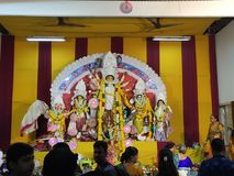 Gudinnan Durga tillbad under den årliga hinduiska festivalen Arkivfoton