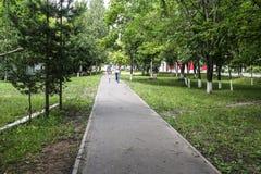 gudomlig bana för liggandemorgonpark Arkivfoto