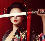 Gueixa bonita no quimono Fotografia de Stock Royalty Free