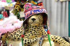 Guepardo que lleva el sombrero hecho punto Imagen de archivo