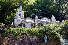 Guernsey - opinião da borda da estrada da capela pequena Fotos de Stock
