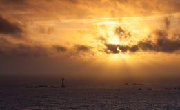 Guernsey-Sonnenuntergang hinter Hanois-Leuchtturm Stockfotos