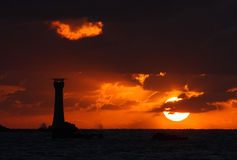 Guernsey-zonsondergang achter Hanois-Vuurtoren Royalty-vrije Stock Afbeeldingen