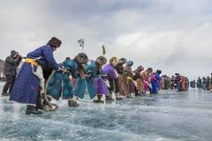 Guerra del rimorchiatore-un con lago congelato Khovsgol fotografia stock