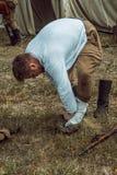 Guerra Mundial histórica de la reconstrucción Segunda El soldado pone Fotos de archivo libres de regalías