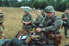 Guerra Mundial histórica de la reconstrucción Segunda Inspector alemán de los soldados Foto de archivo libre de regalías