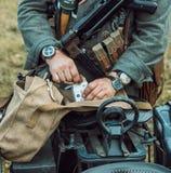 Guerra Mundial histórica de la reconstrucción Segunda Inspector alemán de los soldados Fotografía de archivo libre de regalías