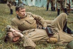 Guerra Mundial histórica de la reconstrucción Segunda La mentira de los soldados encendido Fotos de archivo