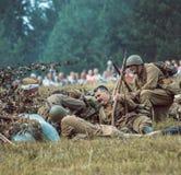 Guerra Mundial histórica de la reconstrucción Segunda Soldados en la batería Imágenes de archivo libres de regalías