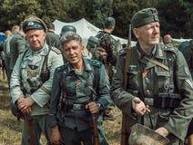 Guerra Mundial histórica de la reconstrucción Segunda Un pelotón de alemán tan Imagen de archivo libre de regalías