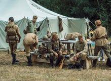 Guerra Mundial histórica de la reconstrucción Segunda Un pelotón de soldados Imagen de archivo libre de regalías