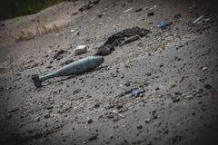 Guerre, ruines d'aéroport dans Donbass, bombe de mortier images libres de droits