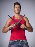 Guerreiro com espadas do ninja Fotografia de Stock Royalty Free