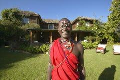 Guerreiro do Masai na veste vermelha na tutela de Lewa, Kenya África imagens de stock royalty free