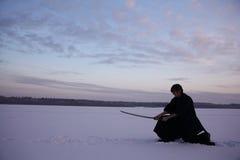 Guerreiro oriental das artes marciais no treinamento do inverno Fotos de Stock Royalty Free