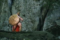 Guerrero espartano en el bosque Fotos de archivo