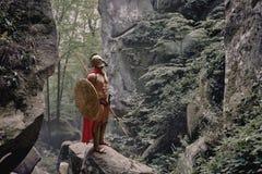 Guerrero espartano en el bosque Foto de archivo