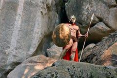 Guerrero espartano maduro en el bosque Foto de archivo