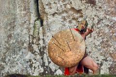 Guerrero espartano maduro en el bosque Fotos de archivo libres de regalías