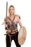 Guerrero femenino con el escudo y la espada imagen de archivo