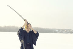 Guerrero oriental de los artes marciales en el entrenamiento del invierno Fotos de archivo