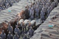 Guerreros y caballos de la terracota Imágenes de archivo libres de regalías