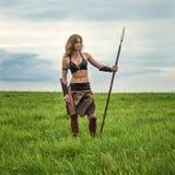 Guerrière de fille dans le domaine Amazone sur la patrouille Image libre de droits