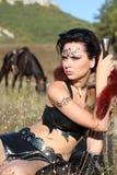 Guerrier d'Amazone de fille armé avec une épée Photos stock
