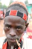 Guerrier de Hamer avec un toothstick, Ethiopie Images stock