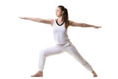 Guerrier 2 de pose de yoga photographie stock