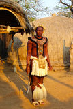 Guerrier de zoulou en Shakaland Zulu Village, Afrique du Sud Photo stock