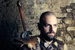 Guerrier médiéval antique disposant à lutter Photo libre de droits
