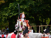 Guerrier samouraï féminin au défilé de Jidai Matsuri, Japon Photos stock