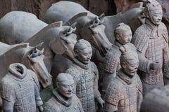 Guerrieri dell'esercito famoso di terracotta in Xian China immagini stock