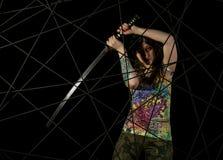 Guerriero gotico femminile in vecchi vetri pilota che posano con la spada di katana Immagine Stock Libera da Diritti