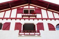 Guethary/Frankrijk-25 07 18: Traditioneel huis Baskisch land Guethary Frankrijk royalty-vrije stock foto