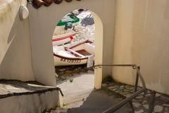 Guethary/Frankrijk - 25 07 18: Van Overzeese van de havenmening het Baskische land Frankrijk Dorpsguethary royalty-vrije stock afbeelding