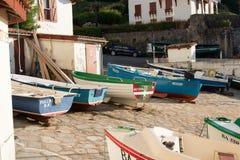 Guethary/Frankrijk - 25 07 18: Van Overzeese van de havenmening het Baskische land Frankrijk Dorpsguethary stock fotografie