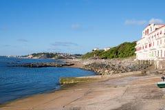 Guethary/Frankrijk - 25 07 18: Van Overzeese van de havenmening het Baskische land Frankrijk Dorpsguethary stock foto's